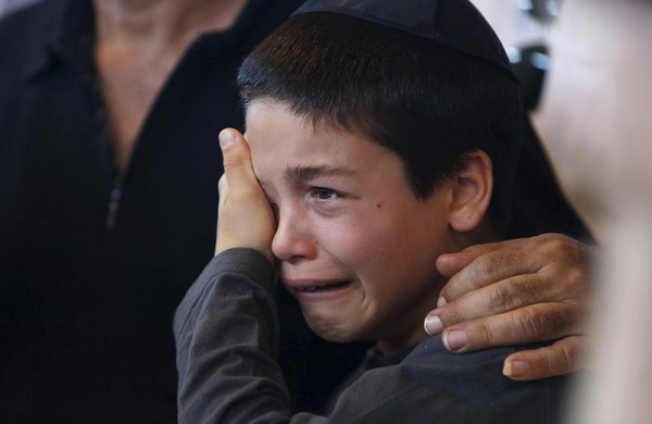 A nephew of Reuven Aviram, 51, mourns during his uncle's funeral in Ramle, Israel November 20, 2015. Aviram was one of two people killed yesterday in a Palestinian stabbing attack in Tel Aviv. REUTERS/Nir Elias - RTS8427