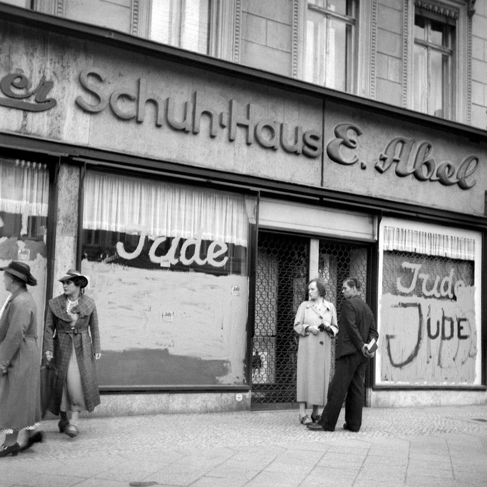 564188-germany-antisemitism-graffiti