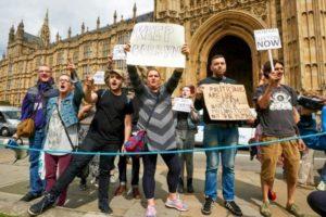 """Niklas HALLE'N (AFP/Archives) """"Manifestation devant le Parlement britannique de soutien au chef du Parti travailliste Jeremy Corbyn le 26 juin 2016"""""""