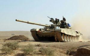 """AHMAD AL-RUBAYE (AFP) """"Un char des forces irakiennes avance en direction du village irakien de Salmani lors de l'offensive contre les jihadistes du groupe Etat islamique, le 30 octobre 2016 """""""